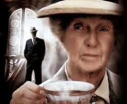Agatha Christie hikayesi Mavi Sardunyalar